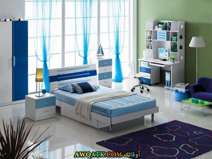 غرفة نوم أيكيا باللون اللبني
