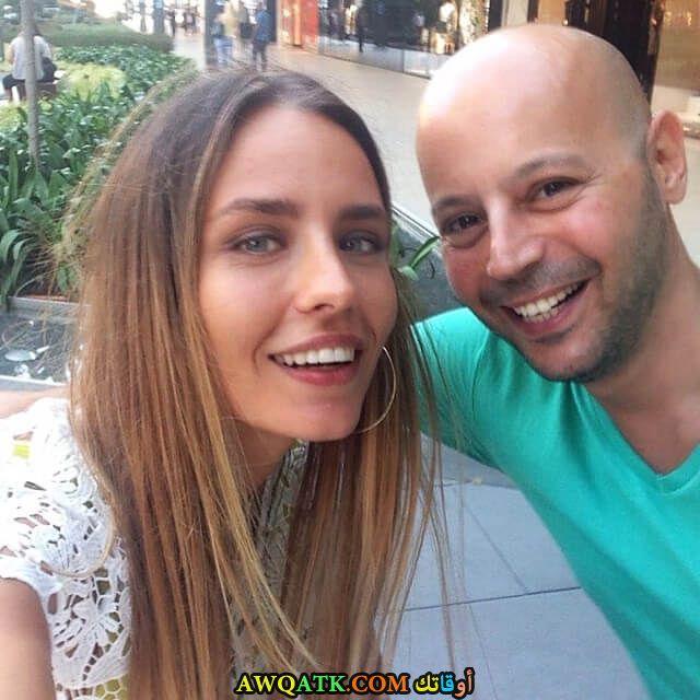 صورة عائلية للفنانة هيلال يوسين مع زوجها