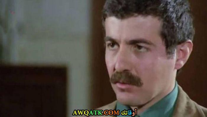 صورة قديمة ورائعة للنجم التركي أفني يالتشين