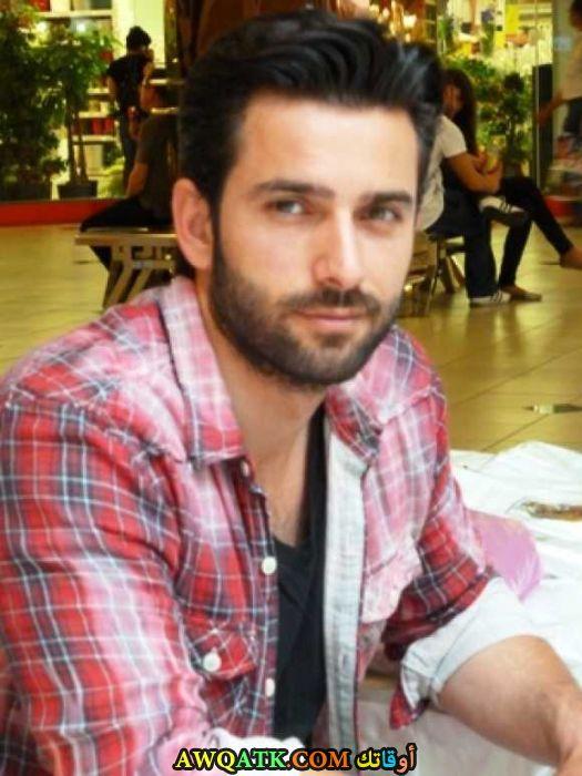 أحدث صورة للفنان التركي إيرول جيديك