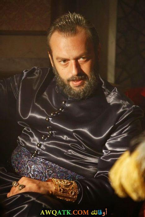 صورة للفنان اوكان يالابيك من مسلسل حريم السلطان