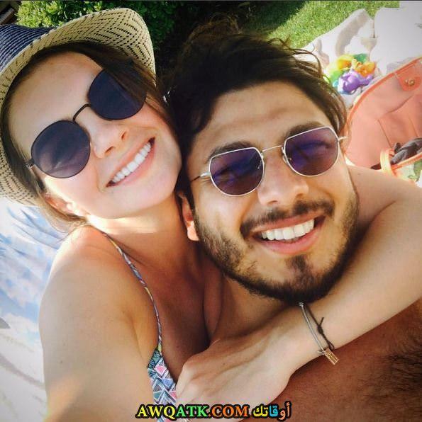 صورة الفنانة التركية بيلين كارهان وزوجها