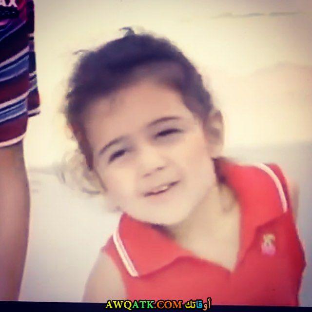 صورة الفنانة التركية جوناي كاراجا اوغلو وهي طفلة صورة قديمة نادرة