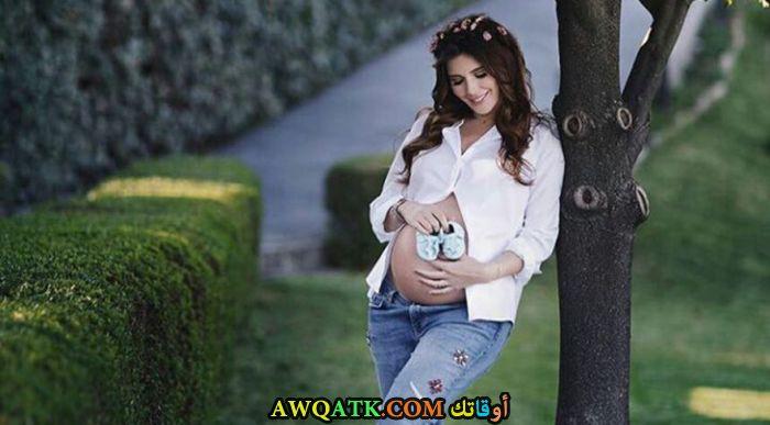 صورة روعة للفنانة خديجة شنديل وهي حامل