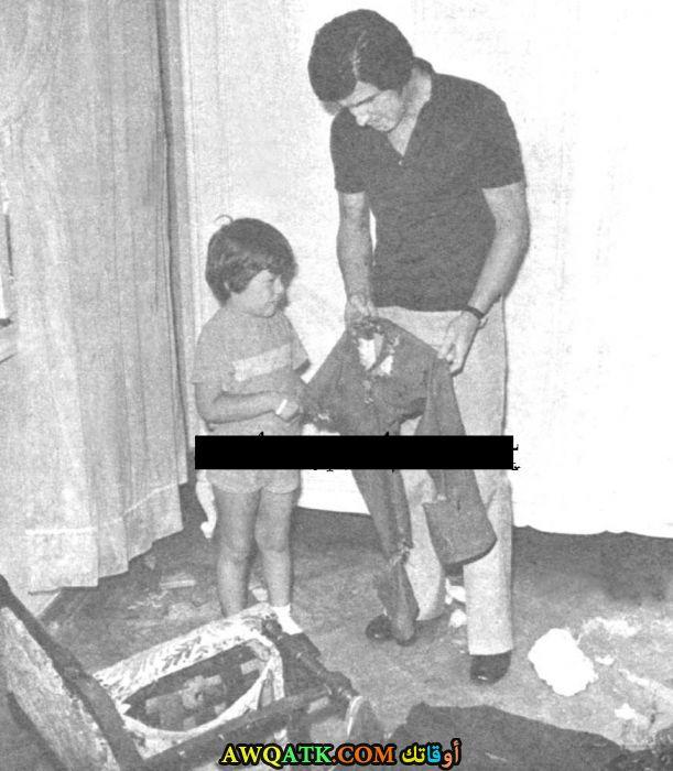 صورة عائلية للفنان عزت جوناي مع ابنه