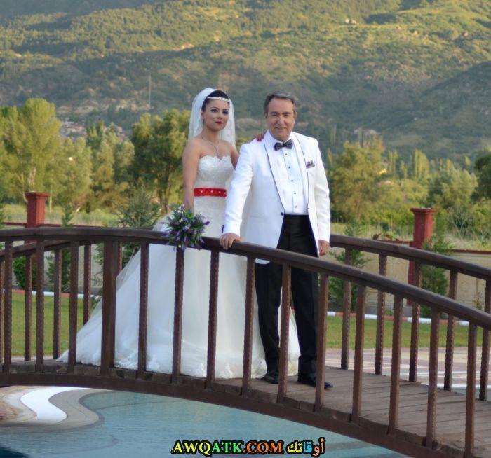 صورة الفنان التركي علي كاكالغوز وزوجته