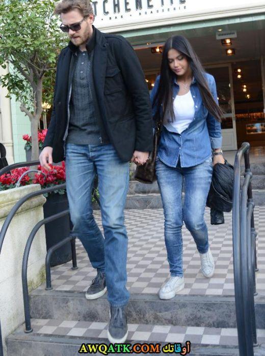 صورة الفنان التركي علي يورنتش وحبيبته