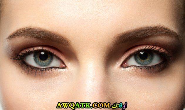 عينان مشرقتان