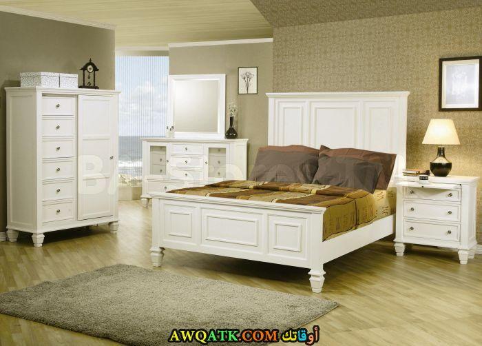 غرفة نوم خشب بيضاء