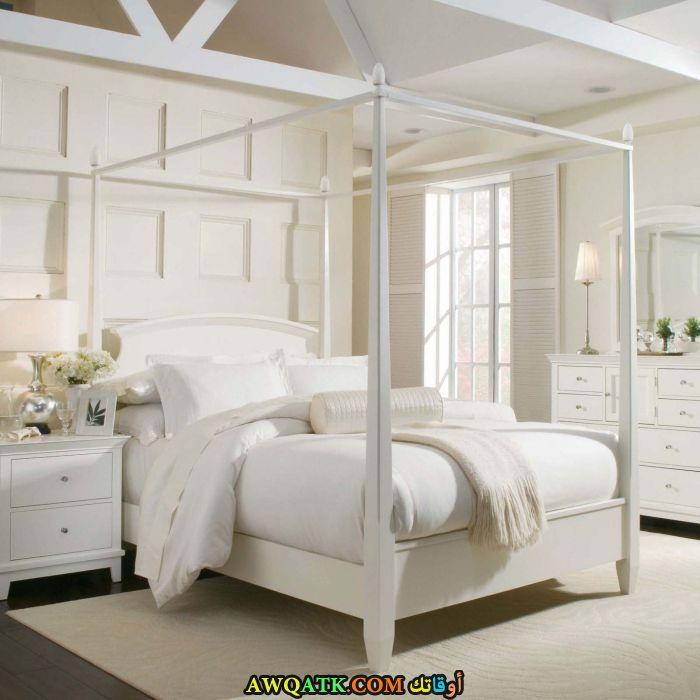 غرفة نوم خشب باللون الأبيض روعة