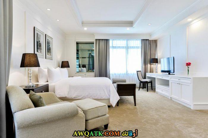 غرفة نوم باللون الأبيض جميلة