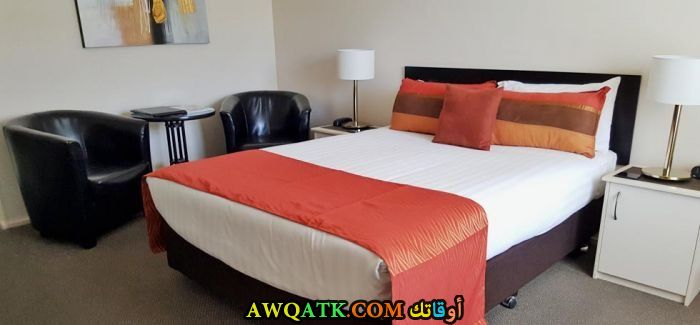 غرفة نوم باللون الأحمر رائعة