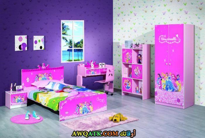 غرفة نوم جميلة ورائعة باللون البينك
