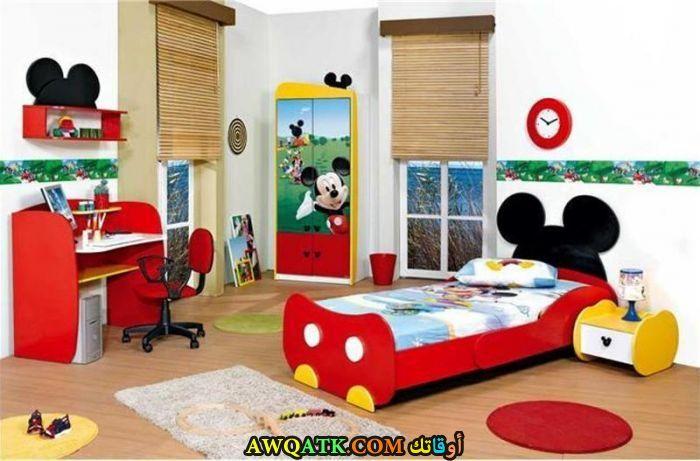 غرفة نوم علي شكل ميكي ماوس حمراء