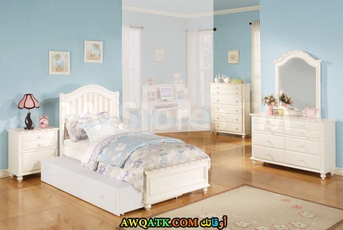 غرفة نوم باللون الأبيض جميلة جداً