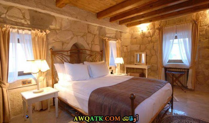 غرفة نوم باللون البيج شيك