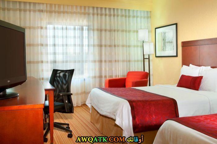 غرفة نوم حمراء جميلة جداً