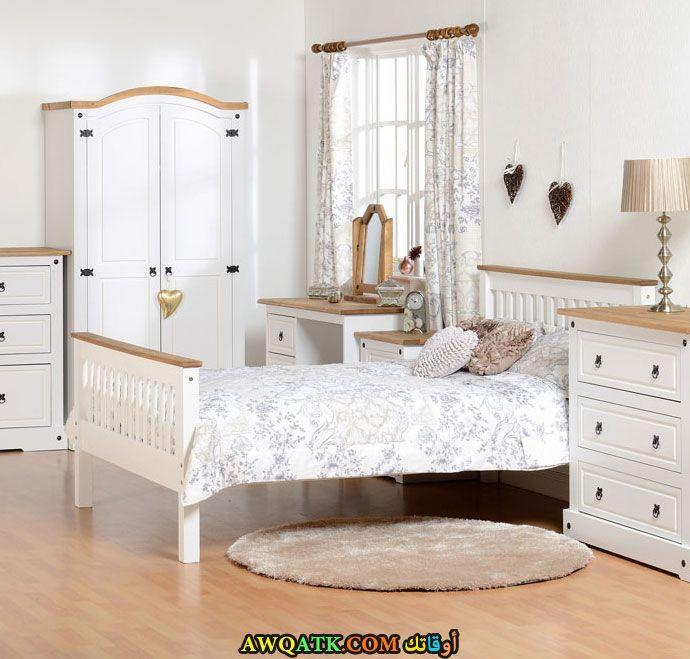 غرفة نوم خشب زان بيضاء