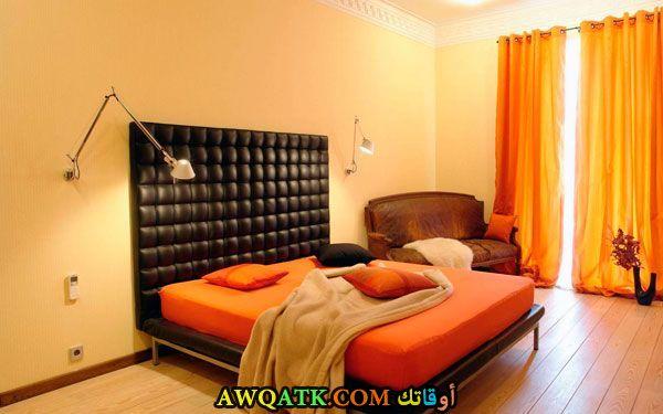 غرفة نوم باللون البرتقالي شيك وروعة