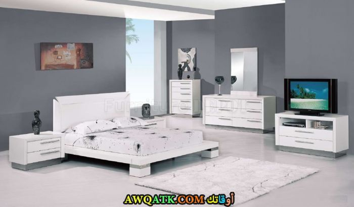 غرفة نوم باللون الأبيض روعة