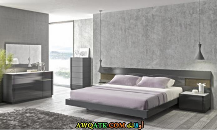 غرفة نوم باللون الرمادي روعة