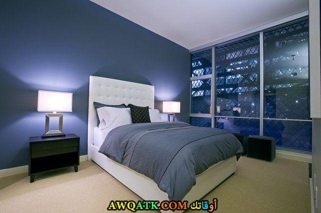 غرفة نوم باللون الأزرق