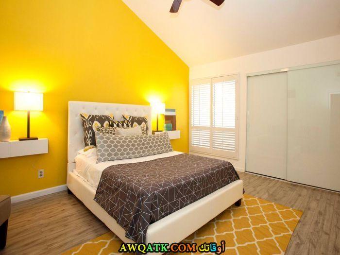 غرفة نوم صفراء شيك وجميلة