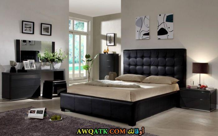 غرفة نوم سوداء رائعة وشيك