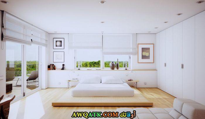 غرفة نوم عصرية بيضاء