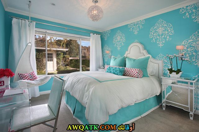 غرفة نوم رائعة باللون اللبني