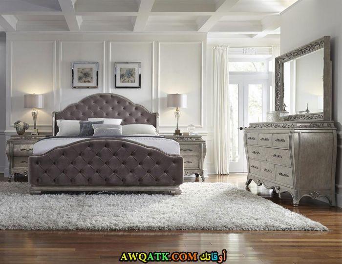 غرفة نوم رمادية شيك جداً