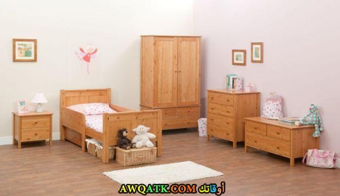 غرفة نوم كلاسيك باللون البيج