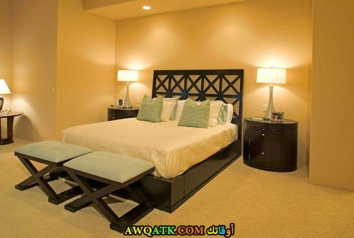 غرفة نو م كلاسيك صفراء