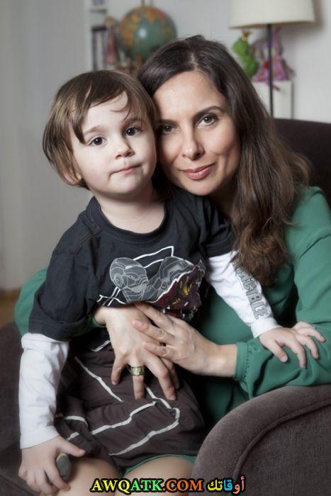 أحلى صورة للفنانة الجميلة غونجاغول سونار مع ابنها
