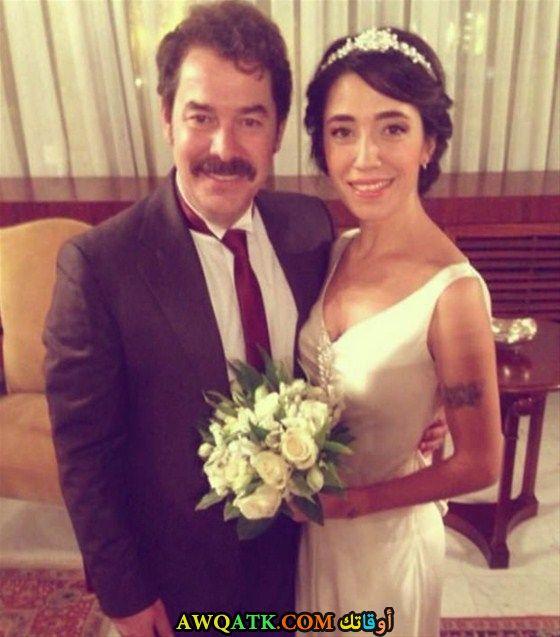 صورة الفنان التركي فكرت كوشكان وزوجته