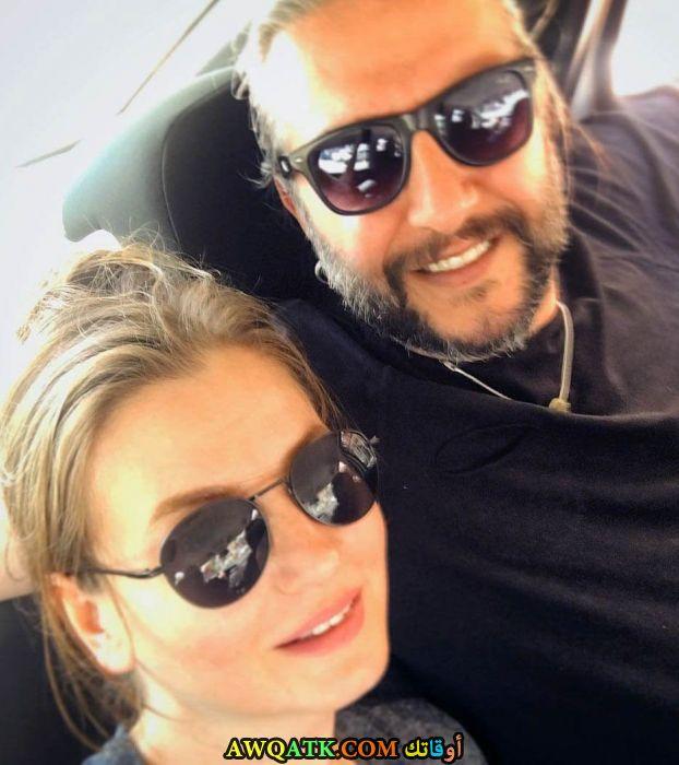 صورة الفنانة التركية نيهان بيوكاتشج وزوجها