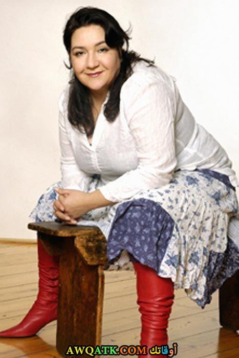 بوستر الفنانة التركية هوليا دويار