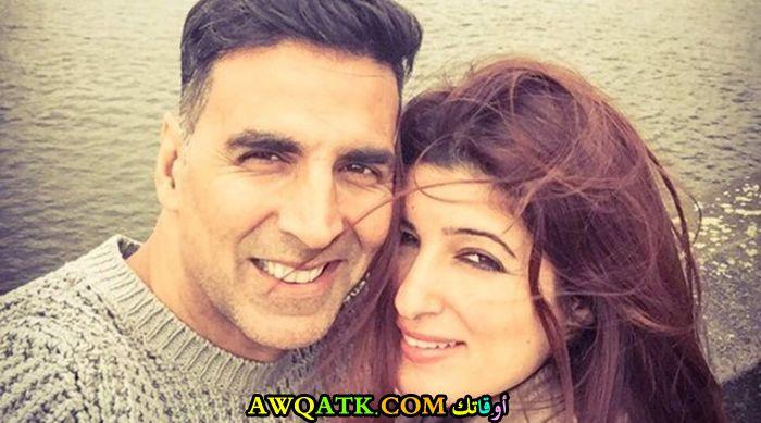 صورة الفنان الهندي اكشاي كومار وزوجته