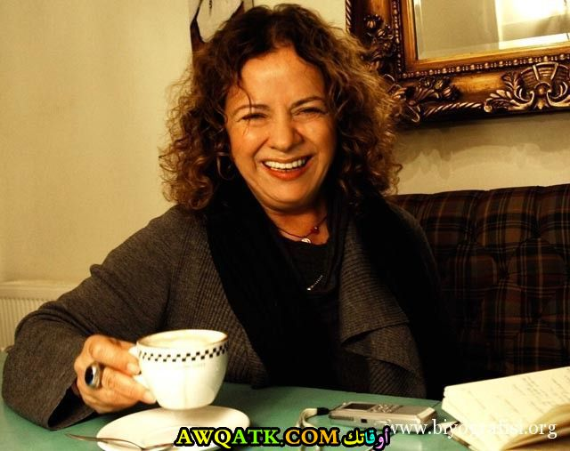 صورة جديدة للنجمة التركية دينيز توركالي