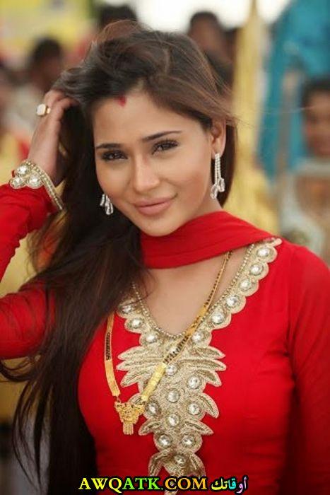 صورة جديدة للنجمة الهندية سارا خان