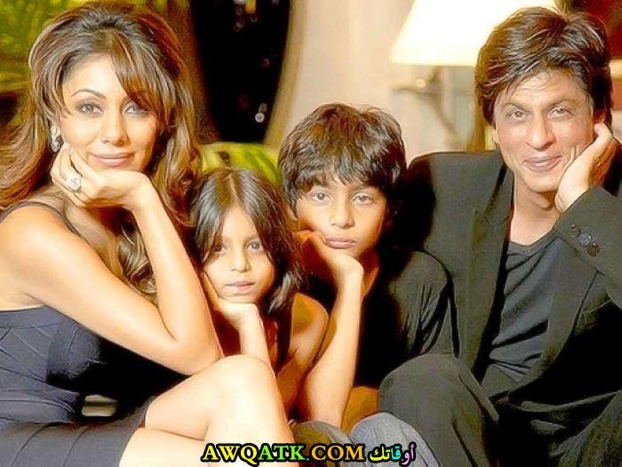 صورة عائلية للفنان الهنديشاه روخ خان