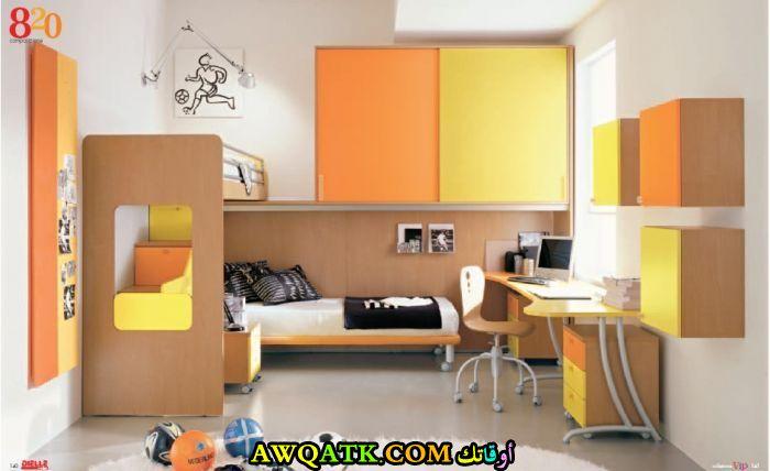 غرفة نوم باللون الأصفر جديدة وجميلة