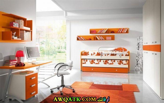 غرفة نوم باللون البرتقالي رائعة