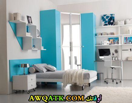 غرفة نوم سادة باللون اللبني