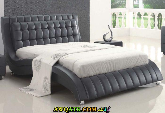 غرفة نوم أمريكية رمادية اللون