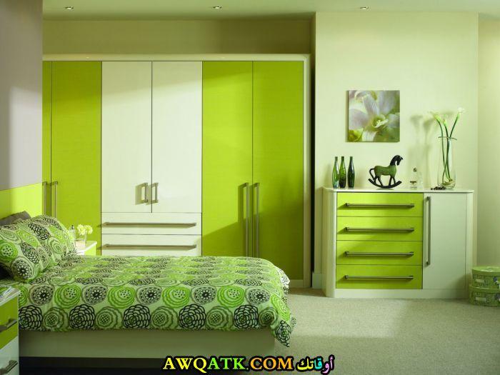 غرفة نوم جميلة باللون الأخضر