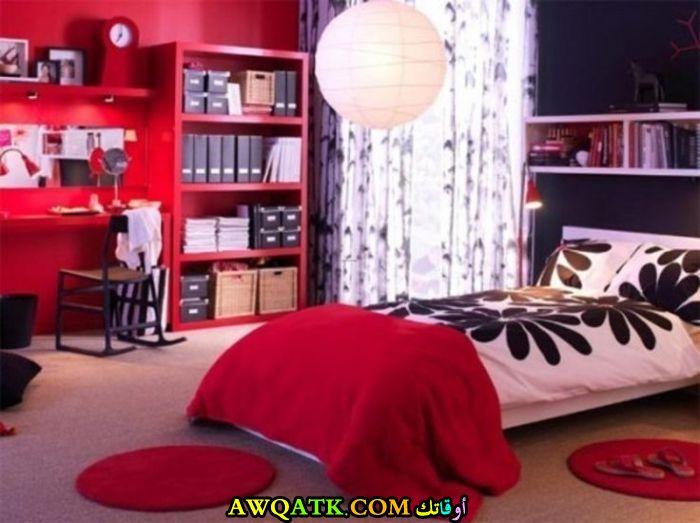 غرفة نوم حمراء جديدة وجميلة