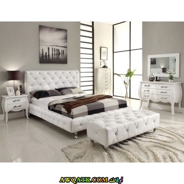 غرفة نوم باللون الأبيض رائعة