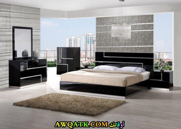 غرفة نم باللون الأسود للمساحات الواسعة