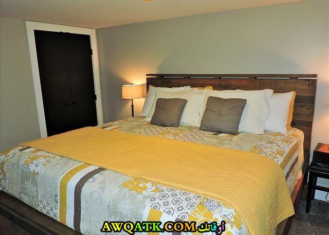 غرفة نوم جميلة باللون الأصفر